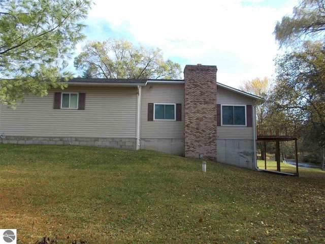 4921 W Carpenter Road, Tawas City, MI 48763 (MLS #1881524) :: Brick & Corbett