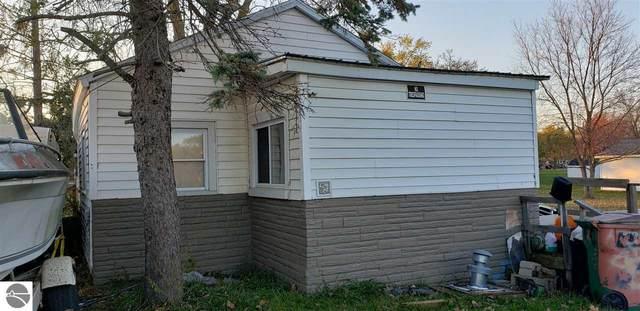 630 Grafton Avenue, Alma, MI 48801 (MLS #1881591) :: Michigan LifeStyle Homes Group