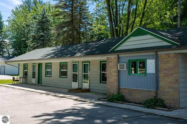 4637 N Mission Road, Rosebush, MI 48878 (MLS #1881704) :: Brick & Corbett