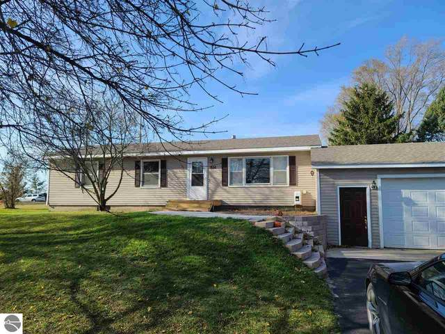 926 Valley View Drive, Traverse City, MI 49685 (MLS #1881791) :: Michigan LifeStyle Homes Group