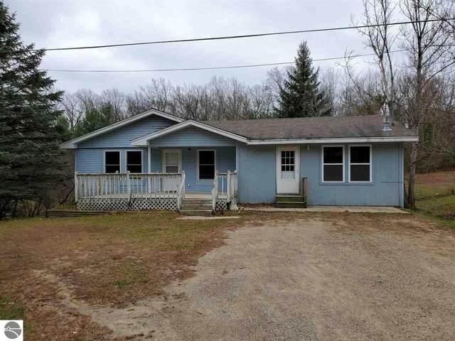 2890 E Townline Lake Road, Harrison, MI 48625 (MLS #1881916) :: Brick & Corbett
