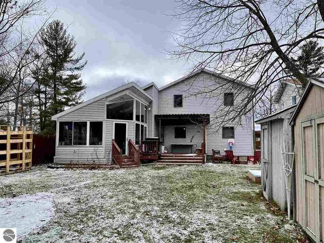 904 E Lake Mitchell Drive, Cadillac, MI 49601 (MLS #1882340) :: Michigan LifeStyle Homes Group