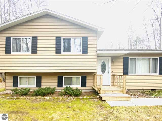 2228 Roselawn Drive, Traverse City, MI 49686 (MLS #1882688) :: Michigan LifeStyle Homes Group