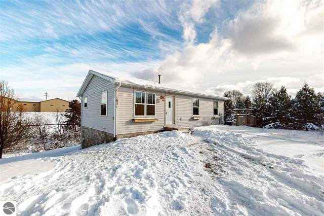 1851 Cumberland Drive, Traverse City, MI 49685 (MLS #1882742) :: Team Dakoske | RE/MAX Bayshore