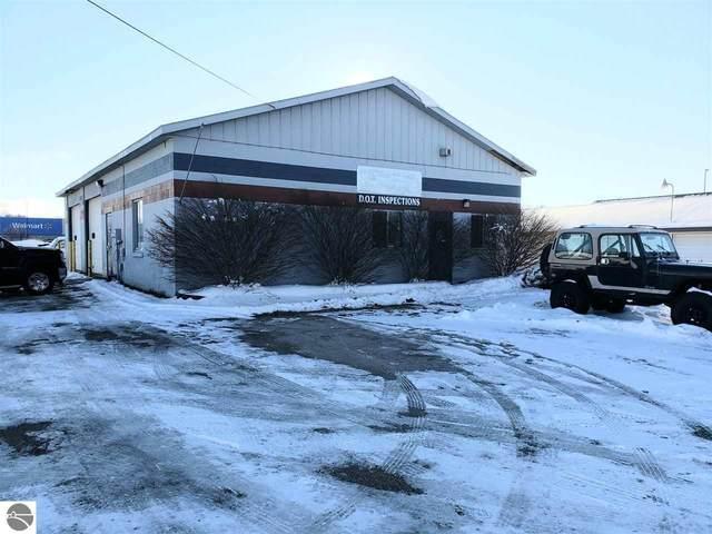 2041 W Houghton Lake Drive, Prudenville, MI 48651 (MLS #1883152) :: Michigan LifeStyle Homes Group