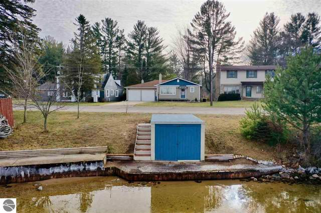 1305 Sunnyside Drive, Cadillac, MI 49601 (MLS #1883407) :: Michigan LifeStyle Homes Group