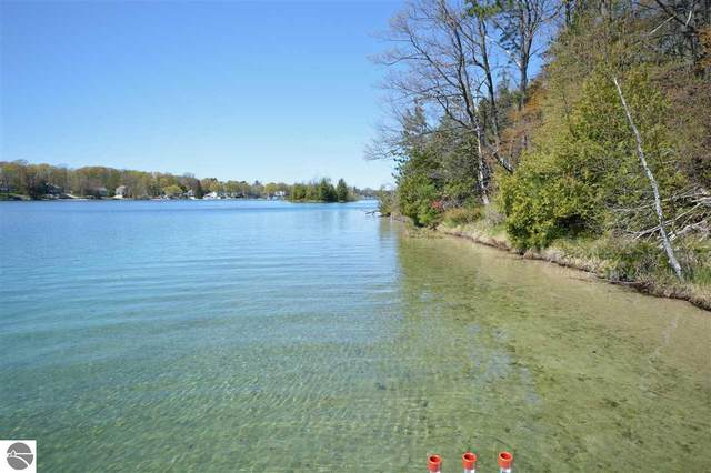 5130 Silver Lake Shores, Traverse City, MI 49685 (MLS #1883836) :: Michigan LifeStyle Homes Group
