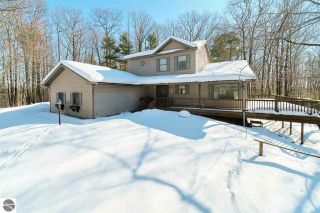 9800 Emerald Ridge Trail, Onekama, MI 49675 (MLS #1884540) :: Michigan LifeStyle Homes Group