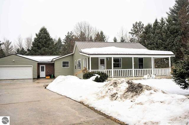 1376 E Ludington Drive, Farwell, MI 48622 (MLS #1884550) :: Michigan LifeStyle Homes Group