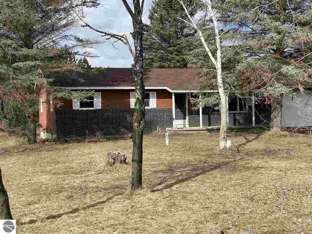1712 Green Lawn Drive, Grawn, MI 49637 (MLS #1884975) :: Michigan LifeStyle Homes Group