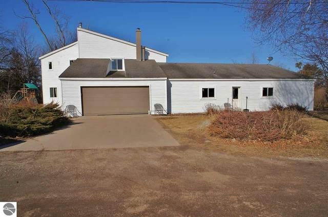 15825 Upper Birch Drive, Traverse City, MI 49686 (MLS #1885031) :: CENTURY 21 Northland