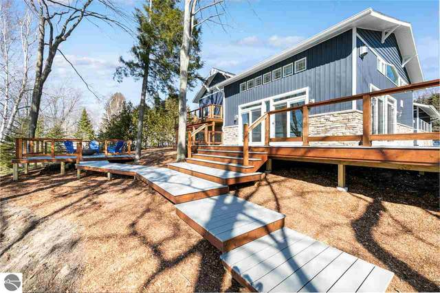 3940 S Lake Leelanau Drive, Lake Leelanau, MI 49653 (MLS #1885051) :: Michigan LifeStyle Homes Group