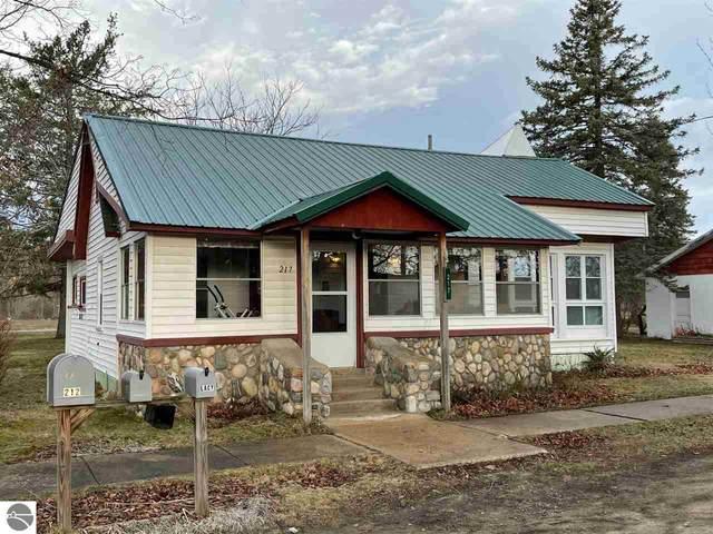 217 N Maple Street, Bellaire, MI 49615 (MLS #1885329) :: Boerma Realty, LLC