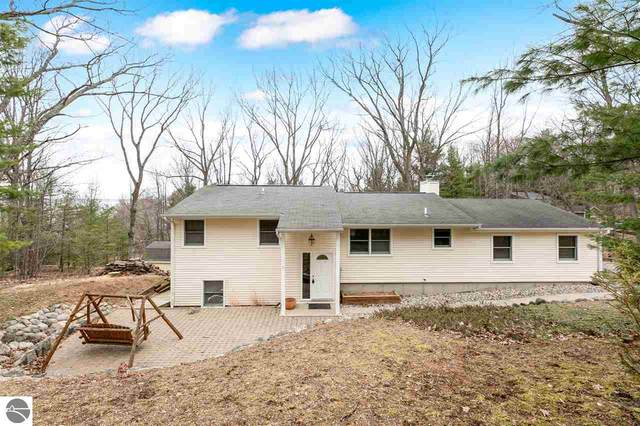 4581 Weathering Heights Road, Traverse City, MI 49686 (MLS #1885354) :: Michigan LifeStyle Homes Group