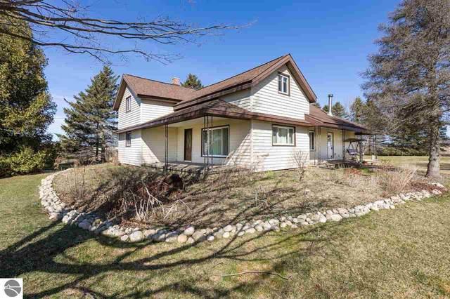 7702 W 4 Road, Mesick, MI 49668 (MLS #1885755) :: Michigan LifeStyle Homes Group