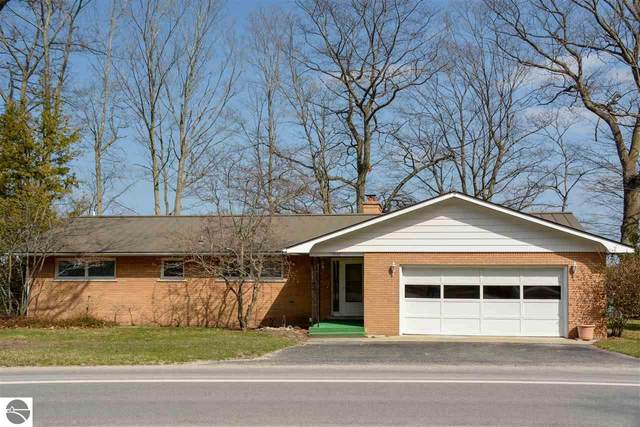 10169 SW Bayshore Drive, Traverse City, MI 49684 (MLS #1885812) :: Michigan LifeStyle Homes Group