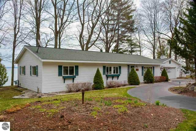10195 SW Bayshore Drive, Traverse City, MI 49684 (MLS #1885839) :: Michigan LifeStyle Homes Group