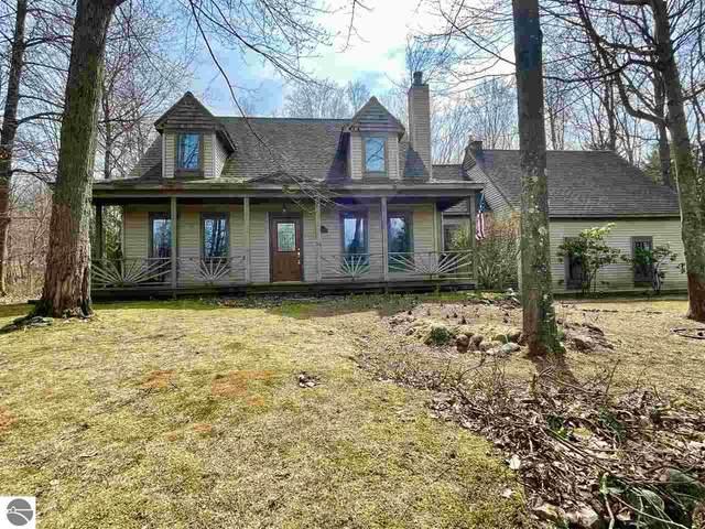 3758 Cotswald Court, Traverse City, MI 49684 (MLS #1885901) :: Michigan LifeStyle Homes Group