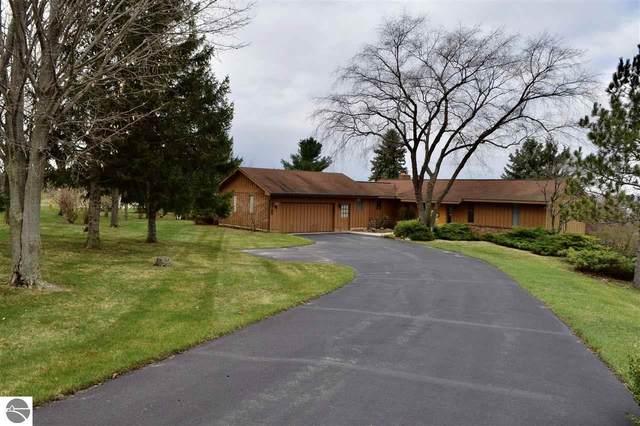 8765 Sky Lane, Traverse City, MI 49686 (MLS #1885937) :: Michigan LifeStyle Homes Group