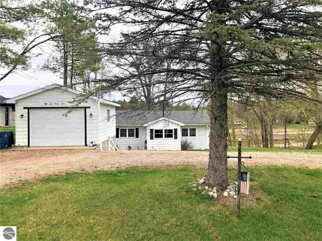 5294 N Lake Sanford Road, Sanford, MI 48657 (MLS #1886065) :: Michigan LifeStyle Homes Group