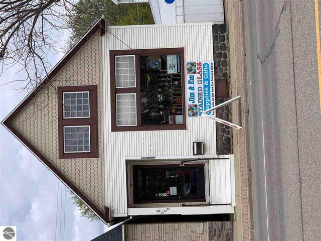 320 W Cedar Avenue, Gladwin, MI 48624 (MLS #1886113) :: CENTURY 21 Northland