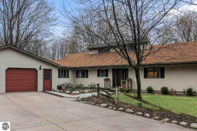 2955 S Scenic Highway, Frankfort, MI 49635 (MLS #1886136) :: Michigan LifeStyle Homes Group