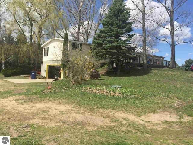 10415 E 36 1/2 Road, Cadillac, MI 49601 (MLS #1886239) :: Michigan LifeStyle Homes Group