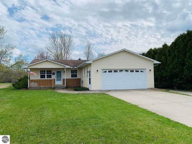 871 Holly Road, Cadillac, MI 49601 (MLS #1886851) :: Michigan LifeStyle Homes Group