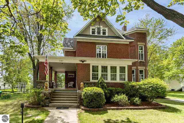 107 W Maple Street, Shepherd, MI 48883 (MLS #1887041) :: Boerma Realty, LLC