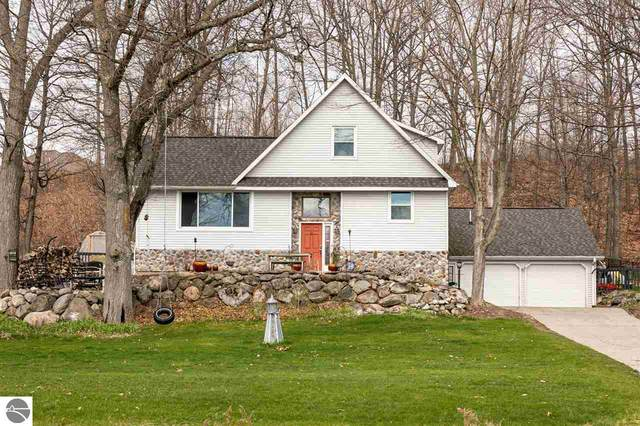 9421 Center Road, Traverse City, MI 49686 (MLS #1887081) :: CENTURY 21 Northland
