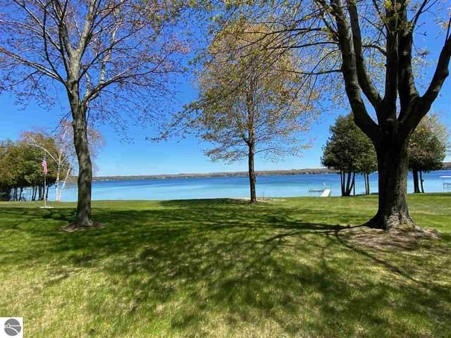 4226 N Manitou Trail, Leland, MI 49654 (MLS #1887329) :: Michigan LifeStyle Homes Group