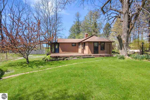 662 N Buhland Road, Central Lake, MI 49622 (MLS #1887405) :: Michigan LifeStyle Homes Group
