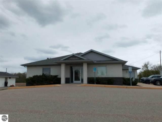1064 W Cedar Street, Standish, MI 48658 (MLS #1887929) :: Team Dakoske | RE/MAX Bayshore
