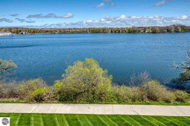 949 Lake Ridge Drive #31, Traverse City, MI 49686 (MLS #1887957) :: Brick & Corbett