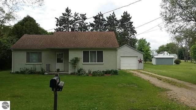 7141 Avenue B, Vestaburg, MI 48891 (MLS #1887970) :: Brick & Corbett