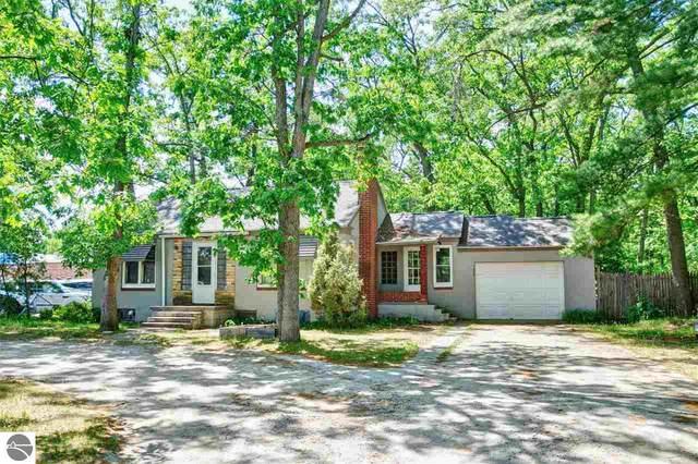 1034 S Garfield Avenue, Traverse City, MI 49686 (MLS #1888686) :: Brick & Corbett