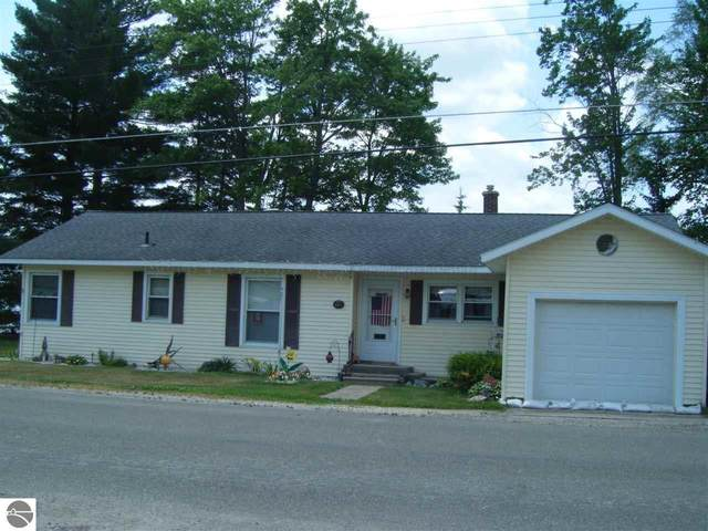 1095 E Lake Mitchell Drive, Cadillac, MI 49601 (MLS #1888814) :: Brick & Corbett