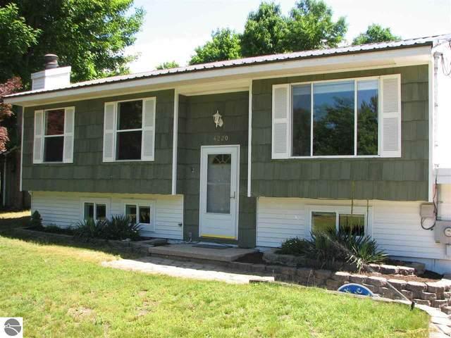 4220 Lynnwood Drive, Traverse City, MI 49685 (MLS #1889095) :: Brick & Corbett