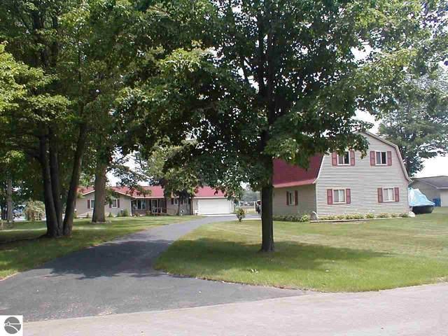 2612 West River Drive, Gladwin, MI 48624 (MLS #1889910) :: Boerma Realty, LLC