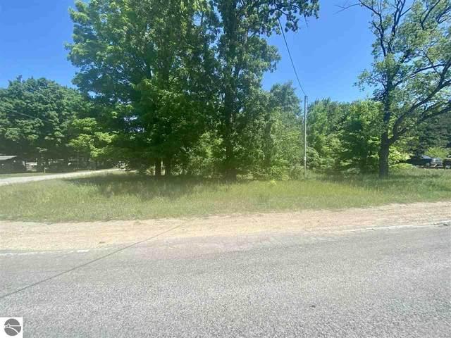 2983 E Ironwood Drive, Traverse City, MI 49685 (MLS #1890051) :: Brick & Corbett