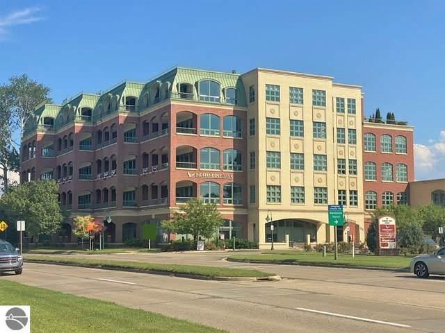 333 W Grandview Parkway, Traverse City, MI 49684 (MLS #1890226) :: Boerma Realty, LLC