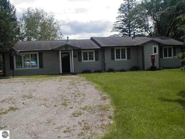 4496 Mohawk Trail, Gladwin, MI 48624 (MLS #1890307) :: Team Dakoske | RE/MAX Bayshore