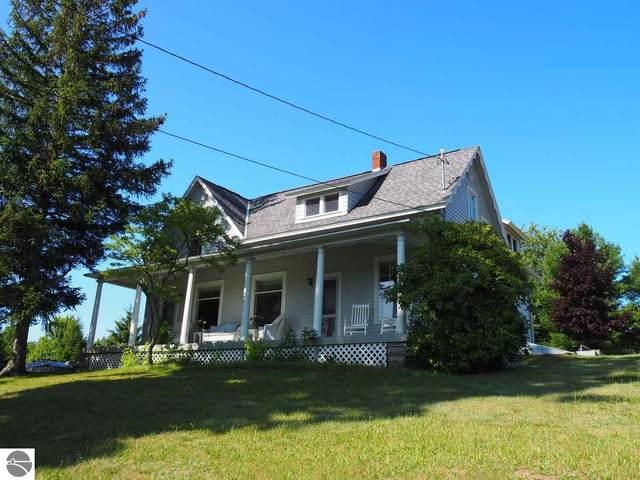 808 Michigan Avenue, Frankfort, MI 49635 (MLS #1890882) :: CENTURY 21 Northland