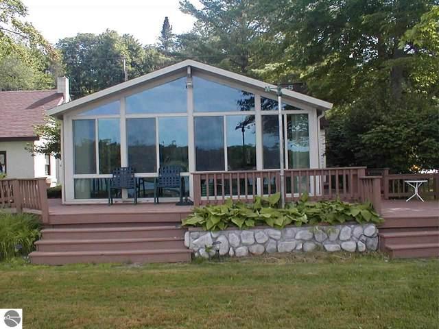2909 Lakeshore Drive, Gladwin, MI 48624 (MLS #1891772) :: Boerma Realty, LLC
