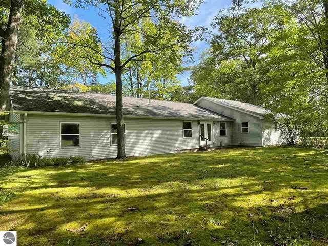 2385 W Houghton Lake Drive, Houghton Lake, MI 48629 (MLS #1892024) :: CENTURY 21 Northland
