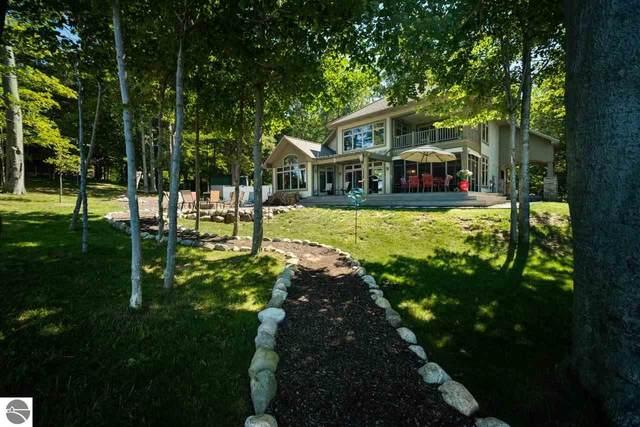 4582 W Fox Farm Road, Manistee, MI 49660 (MLS #1892907) :: CENTURY 21 Northland