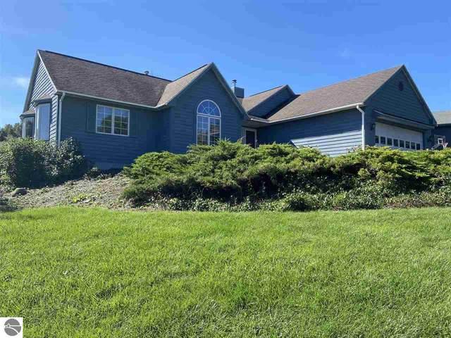 9604 Harbor Hills Drive, Traverse City, MI 49684 (MLS #1893588) :: CENTURY 21 Northland