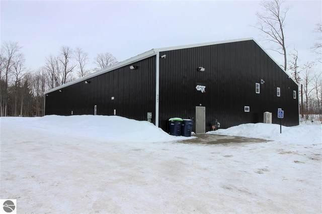 5101 Sawyer Woods Drive, Traverse City, MI 49685 (MLS #1872006) :: CENTURY 21 Northland