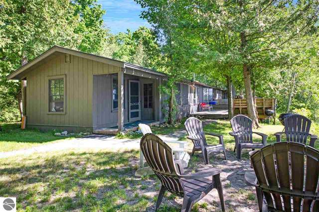 7500 S Lakeview Road, Traverse City, MI 49684 (MLS #1874720) :: CENTURY 21 Northland
