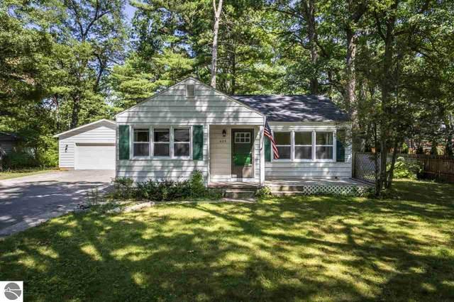 525 Cromwell Drive, Traverse City, MI 49686 (MLS #1877926) :: Michigan LifeStyle Homes Group